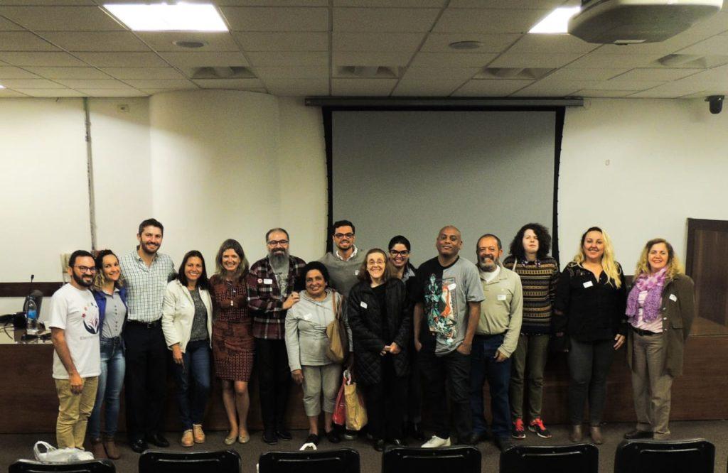 Foto com participantes do Papo DiversIDADE para idosos LGBT.